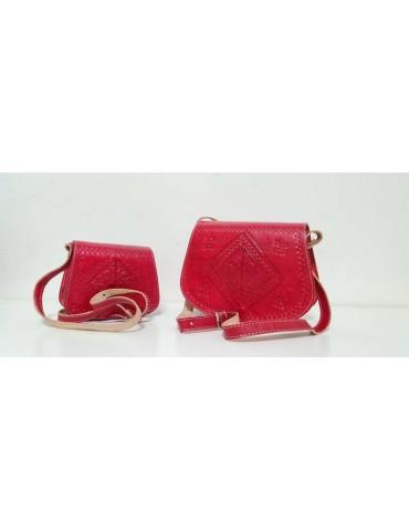 To håndlavede tasker i...